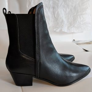 Report signature leather ankle boots